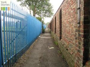 Alley known as Fawdington Lane, 15 Aug 2004